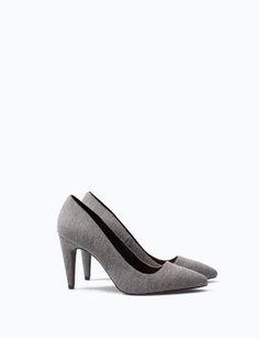 SAPATO TACÃO TECIDO por apenas 19.99 na Lefties. Entre agora e descubra a nossa coleção de Sapatos.