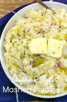 These Southern Style Mashed Potatoes are the ultimate comfort food. Made with just five, well ok six if you count salt and pepper separately, ingredients they couldn't be easier to make. These are perfect for a holiday like Thanksgiving but easy enough to Homemade Mashed Potatoes, Mashed Potato Recipes, Garlic Mashed Potatoes, Pioneer Woman Mashed Potatoes, Red Skin Mashed Potatoes, Smashed Red Potatoes, Food Branding, Healthy Recipes, Healthy Meals