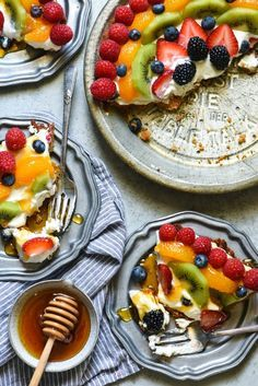 Honey Frozen Yogurt Pie - A simple honey-sweetened dessert that the whole family will love!   http://foxeslovelemons.com