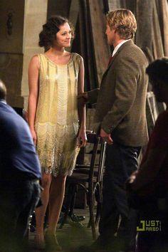 """""""Media noche en Paris"""" Su vestido de flecos dorado UFFF"""