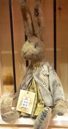 Beren, Fabric Animals, Bunny Art, Rabbit Toys, Bear Art, Primitive Crafts, Old Toys, Spring Crafts, Primitives