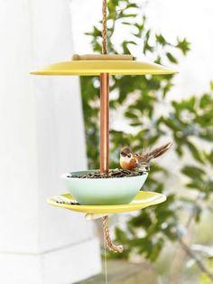 Make a Bird Feeder Out of Dinnerwarecountryliving