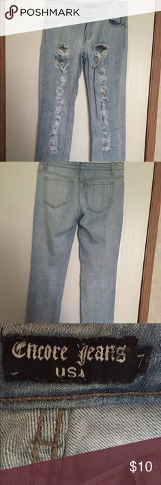 Distressed Mid Rise Skinnys - size 7 in juniors Encore Jeans  Jeans Skinny