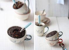 La receta de la felicidad de SandeeA, Brownie en 5 minutos: bizcocho de nutella y caramelo en taza