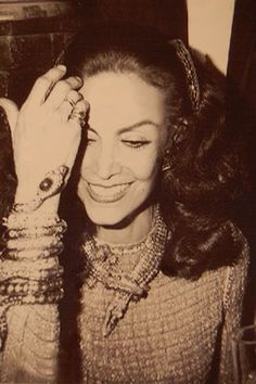 Maria Felix - In 1968 Maria commissioned the now iconic serpent necklace (above) by Cartier Paris in platinum and white gold with 2,473 diamonds!