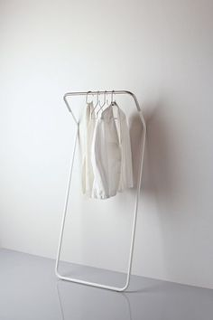 Minimalistic Coat Stand by Peter van de Water for Cascando via Kenderfrau. If I was a minimalist I would buy this.