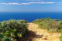 Sentier au bord des falaises de Cap Canaille