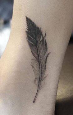 Plume Tatoo - Today Pin - My most beautiful tattoo list Trendy Tattoos, Mini Tattoos, Foot Tattoos, Body Art Tattoos, New Tattoos, Small Tattoos, Sleeve Tattoos, Tattoos For Guys, Tattoos For Women