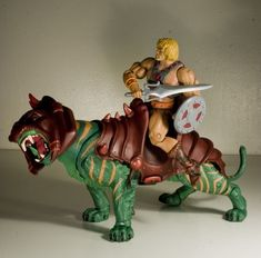 I was so obsessed with He-Man and Battlecat when I was little. Best toys everrrr - Explore The BEST Cartoons 1980s Toys, Retro Toys, Vintage Toys, Childhood Toys, My Childhood Memories, Hee Man, Master Of The Universe, Best 90s Cartoons, Old School Toys