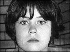"""Mary Bell. Fue encarcelada por estrangular a Martin Brown, un niño de 3 años, el 25 de mayo de 1968, un día después de cumplir 11 años de edad. Luego regresó a la escena del crimen y con una navaja le mutiló los genitales y puso una """"M"""" en el estómago de la víctima. Acabó en un reformatorio y fue puesta en libertad 23 años más tarde."""