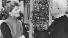 """Katharine Hepburn and Cecil Kellaway appear in a scene from """"Guess Who's Coming to Dinner."""" Hepburn won her second Oscar more than 30 years . Hollywood Actor, Classic Hollywood, Old Hollywood, Katharine Hepburn, Chef D Oeuvre, Best Actress, All About Time, Actresses, Actors"""
