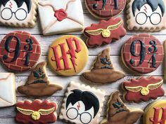 Gateau Harry Potter, Harry Potter Birthday Cake, Harry Potter Bday, Harry Potter Nursery, Harry Potter Baby Shower, Harry Potter Food, Harry Potter Halloween, Halloween Cookies Decorated, Decorated Cookies