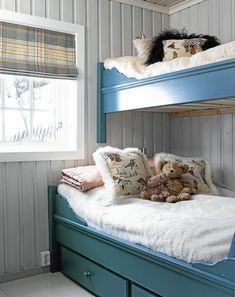 Chalet in Norway Beach House Bedroom, Home Bedroom, Kids Bedroom, Bedroom Decor, Bunk Rooms, Bunk Beds, Shared Rooms, Paint Colors For Living Room, Scandinavian Home