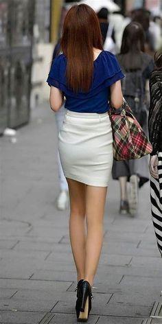 Country Fashion, Sexy Legs And Heels, Satin Dresses, Dress Skirt, Cute Outfits, Mini Skirts, Lady, Womens Fashion, Beautiful