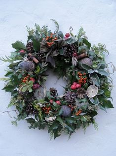 Come to my workshop at Christmas and make your own big fresh abundant wreath. This is definitely a time to make lovely things for your home. [gallery link=file Come to my workshop Christmas Door Wreaths, Christmas Flowers, Noel Christmas, Holiday Wreaths, Winter Wreaths, Spring Wreaths, Summer Wreath, Christmas Crafts, Holiday Decor