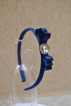 tiara marinho com jóia de strass central disponivel em outras cores  * arco de tamanho único - aprox. 38cm de ponta a ponta