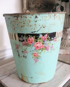 Not so shabby blue. Vintage Tins, Vintage Shabby Chic, Shabby Chic Style, Shabby Chic Decor, Vintage Decor, Shabby Chic Cottage, Shabby Chic Homes, Tole Painting, Pink Roses