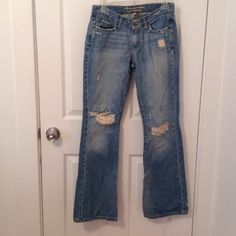 Abercrombie and Fitch distressed/flared jeans Size 4R. Zipper and button closure. In great condition! Feel free to ask me any questions Abercrombie & Fitch Jeans Flare & Wide Leg