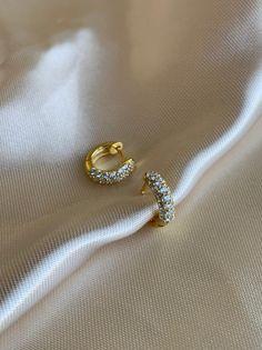 SOLID Mini Hammered Teardrop Hoops in Gold, gold hoop earrings, hammered hoop earrings, thin gold hoop earrings, small hoops - Fine Jewelry Ideas Diamond Drop Earrings, Sapphire Earrings, Gold Hoop Earrings, Stud Earrings, Diamond Brooch, Beaded Earrings, Gold Necklace, Ear Jewelry, Copper Jewelry
