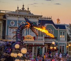 Today and tomorrow The Festival of Fantasy parade will be at 5pm. Here is a lucky  shot I got last year. Thinking I was late for the parade I rushed up to  train station and was able to capture one of my favorite pics.