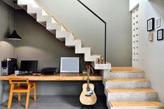 階段下収納、無駄にしていない?うまく使うためのアイデアを紹介!   暮らしの知識   オリーブオイルをひとまわし