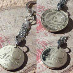 Ostalgie! Einzigartige Schlüsselanhänger, aus hartvergoldeter 20 DDR-PFENNIGEN gibt es bei www.muenzenringe.de Pocket Watch, Watches, Accessories, Shop, Handmade Rings, Unique Jewelry, Nostalgia, Creative, Wristwatches