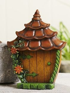 This woodland fairy gnome door would brighten up any fairies' day when they found out that it leads to a magical land full of beautiful flowers that the magical garden. Clay Fairy House, Fairy Houses, Twig Crafts, Clay Crafts, Gnome Door, Gnome House, Fairy Garden Doors, Theme Harry Potter, Polymer Clay Fairy