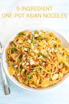 One-Pot Asian Noodles Take dinner to the next level tonight with this recipe for One-Pot Asian Noodles. No need to order Chinese take-out when you can whip up this easy recipe in your own kitchen.Take dinner to the next level tonight with this Asian Noodle Recipes, Easy Pasta Recipes, Asian Recipes, Easy Meals, Cooking Recipes, Healthy Recipes, Simple Recipes, Asian Noodle Salads, Easy Recipes For One