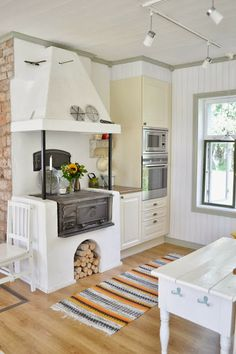 Cozinha com fogão à lenha: 56 imagens para te inspirar! Cottage Kitchens, Home Kitchens, Rustic Kitchen, Country Kitchen, Kitchen Interior, Interior Design Living Room, Sweet Home, Beautiful Kitchen Designs, Kitchen Stove