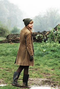 A perfect fall and autumn outfit while exploring an English garden