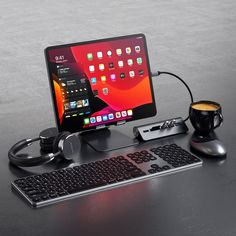 For using this portable work space with you need accessories for Apple iPad Gaming Computer, Computer Desk Setup, Gaming Room Setup, Computer Gadgets, Gaming Rooms, Computer Desk Organization, Laptop Gaming Setup, Gamer Setup, Gaming Desktop