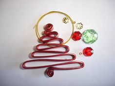 DIY Wire Christmas Tree Decoration in Red and Green. by Zilchbeads