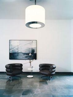 Wartebereich - Wartesessel aus schwarzem Leder Bibendum Sessel.  https://modecor.com/Eileen-Gray-Bibendum-Sessel-in-Schwarz