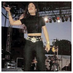 Rare pic of Selena Quintanilla Perez I found on IG Selena Quintanilla Perez, Divas, Jenni Rivera, Celebrity Style, Celebrity Couples, Celebrity News, Queen, 90s Fashion, My Idol