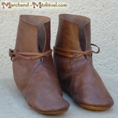 This type of shoe was common in all of North-West Europe in this period. Viking Shoes, Viking Garb, Viking Clothing, Viking Footwear, French Shoes, Embellished Shoes, Shoe Display, Norse Vikings, Barefoot Shoes