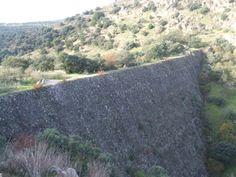 La inacabada Presa de El Gasco en Galapagar, formaba parte de un proyecto para dotar a Madrid de puerto de mar.