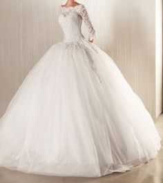 This looks like my Mom's Wedding dress from the long-sleeved wedding dresses prom ball gown bridal dress luxury Ball Gown / Duchesscustom size Dream Wedding Dresses, Bridal Dresses, Wedding Gowns, 2017 Wedding, Bridesmaid Gowns, Lace Wedding Dress With Sleeves, Long Sleeve Wedding, Tulle Ball Gown, Ball Gowns