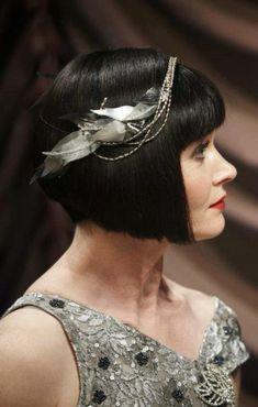 Look Festive In 20's Flapper Fashion