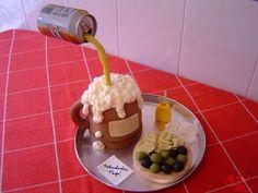 Tarta jarra de cerveza con tapa. Fondant