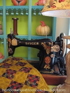 Singer Sewing Machine with Quilt