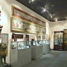 World Erotic Art Museum (WEAM) - Specialty Museums - Explore some romantic art idea at WEAM with over 4,000 pieces of fine erotic art from 300 BC to the present