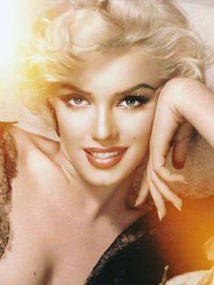 Marilyn Monroe Artwork, Marilyn Monroe Portrait, Hollywood Actor, Hollywood Actresses, Classic Hollywood, Marilyn Monroe Diamonds, Celebrities In Stockings, Joe Dimaggio, Norma Jean