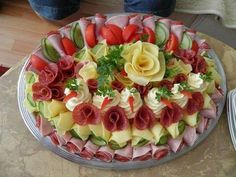 64 New Ideas For Cheese Platter Presentation Display Party Trays Meat Trays, Meat Platter, Food Platters, Cheese Platters, Party Trays, Party Snacks, Meat Fruit, Fruit Salad, Sandwich Cake