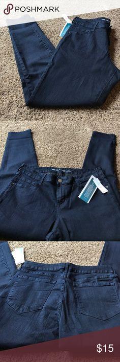 Old navy jeggings Brand new old navy low rise jeggings. Dark blue Old Navy Jeans Skinny