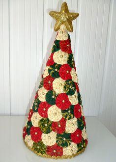 Sei que a essa altura do ano, muitos de vocês já estão com a árvore de Natal prontinha, toda linda enfeitando o lar. Mas sempre tem uns que se atrasam COMO EU e acabam deixando para a última hora. Procurando por ideias no Google e no Pinterest, encontrei árvores bastante inovadoras e criativas e resolvi vir compartilhar minha pastinha de inspirações com vocês. Aqui você vai ver de tudo: árvores lindas, outras nem tanto. Algumas bem fáceis de fazer e outras que nem dá pra fazer sozinho. De…