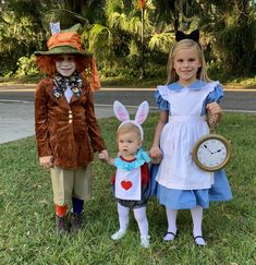 Alice in wonderland sibling costumes Disney Costumes For Kids, Baby Costumes For Boys, Sibling Halloween Costumes, Sibling Costume, Family Costumes, Boy Costumes, Halloween Kids, Halloween Season, Halloween 2019