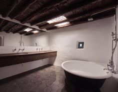 Inkhouse Ibiza - Classic Bathroom