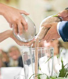 Sie verleihen eurer Hochzeit wundervolle Emotion: Rituale für die freie Trauung. Hier findet ihr die schönsten Ideen, eure Hochzeit noch bedeutungsvoller zu machen.