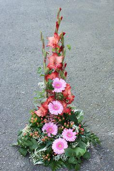 holmsunds blommor Church Flowers, Funeral Flowers, Wedding Flowers, Large Flower Arrangements, Ikebana, Colorful Flowers, Floral Design, Floral Wreath, Bouquet