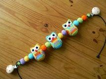 Aangezien ik regelmatig via de mail de vraag krijg naar het patroon van de uiltjes wagenspanner, plaats ik het patroon op mijn blog. Dat s... Crochet Pacifier Clip, Crochet Baby Toys, Crochet Owls, Crochet Gifts, Diy Crochet, Crochet For Kids, Baby Knitting, Owl Crochet Pattern Free, Free Pattern